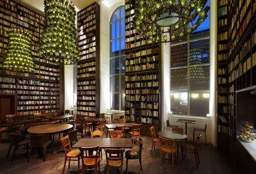 Library Hotel, Nueva York, EEUU:Se puede elegir uno de los 60 cuartos de sus 12 pisos según una categoría: arte, ciencia, filosofía, drama, historia, etc