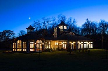 Una colección de 18 casas de diseño: rurales, de árboles, señoriales, de piedras, cabañas románticas, todo muy de cine romántico, de lo que el tiempo se llevó. Se llama Hotel Winvian, está en Connecticut, EEUU