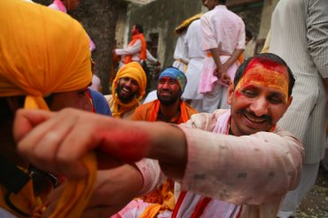 La festividaddespide formalmente la estación de invierno y rinde homenaje al dios Krishna