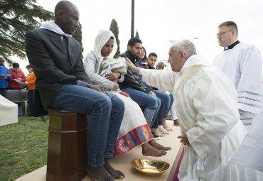 Todos juntos, musulmanes, hindúes, católicos, coptos,evangélicos, pero hermanos, hijos del mismo Dios, que quiere quevivamos en paz, integrados