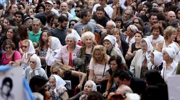 Madres, Abuelas, Hijos y organizaciones kirchneristas se concentraron en Avenida de Mayo y 9 de Julio