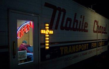 Ganador, la experiencia americana: Capilla del camionero. Fotografiado por Lauren Pond.