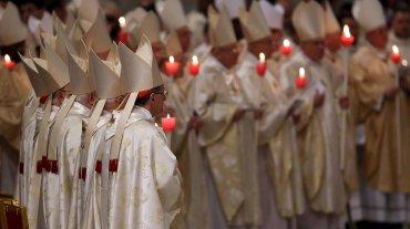 Tras el rito de encendido y la marcación se realiza la Liturgia de la Palabra y la Liturgia Bautismal