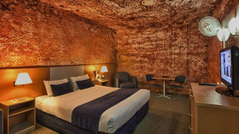 Una habitación bajo tierra en el famoso Desert Cave Hotel.