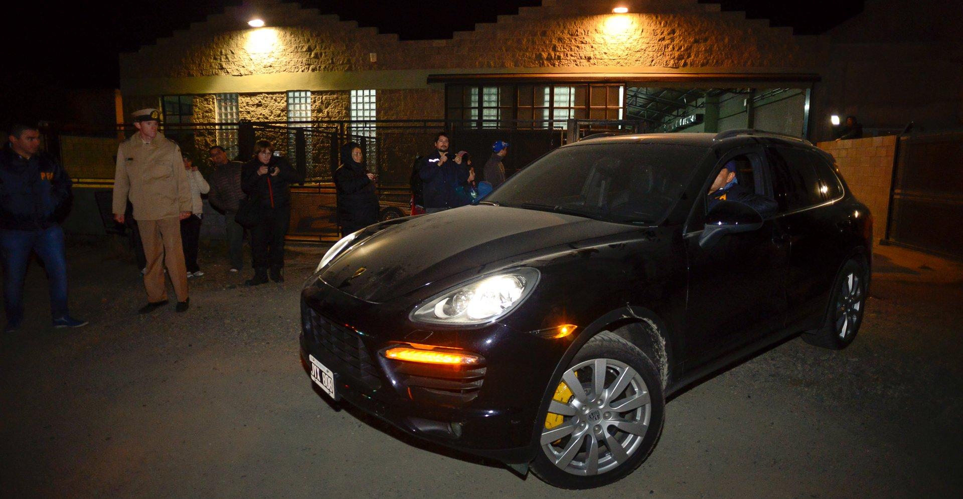 El Porsche Cayenne negro
