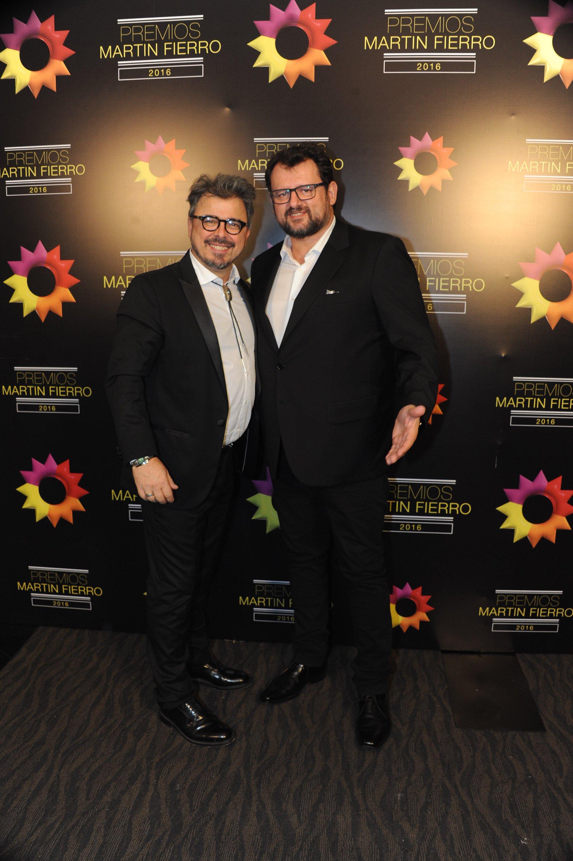 Los chef Donato De Santis y Christophe Krywonis, referentes de MasterChef, de Telefé en la noche de los Martín Fierro 2016