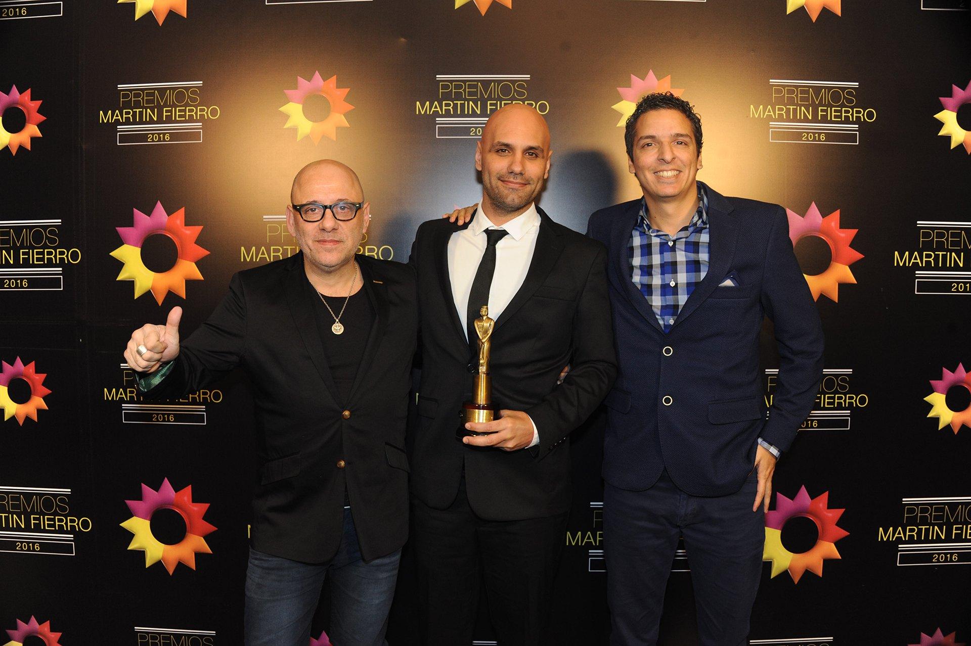 Pablo Ramos y Javier van de Couter, los guionistas de Historia de un Clan se llevaron el Martín Fierro 2016