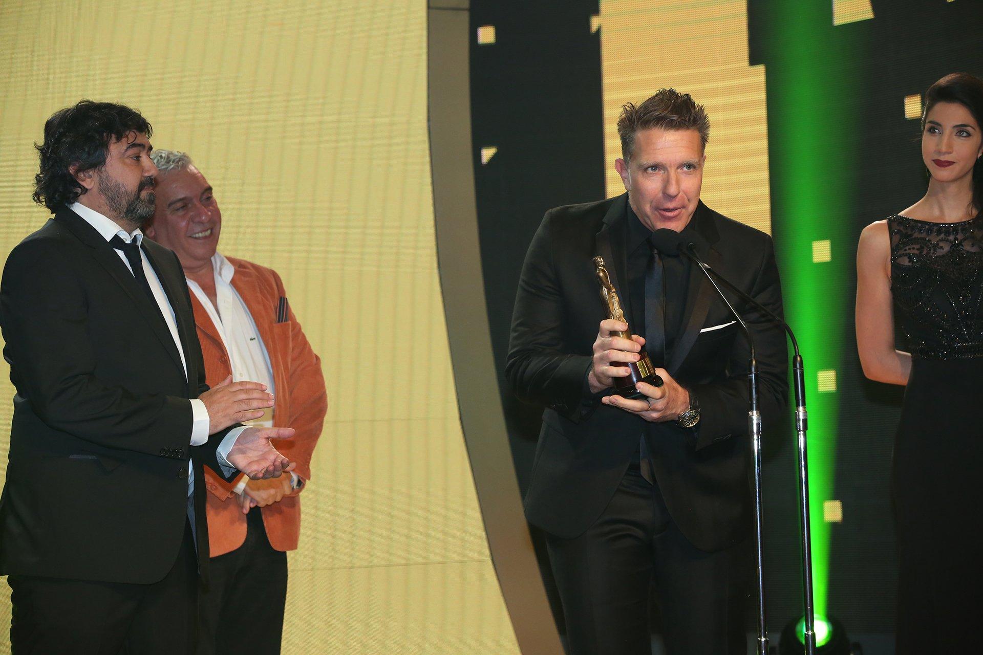 Alejandro Fantino, con Juan Cruz Ávila y Coco Sily, habló tras ganar el Martín Fierro 2016 en la categoría Interés General.