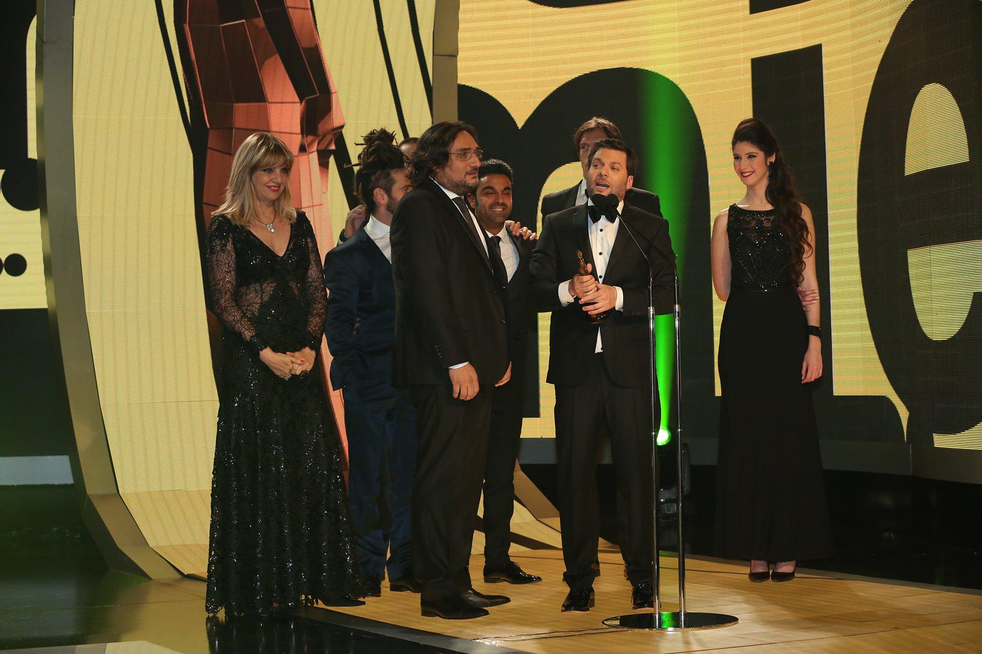 Guido Kaczka habla por el Martín Fierro 2016 que ganó el programa 8 Escalones, en la categoría Entretenimientos