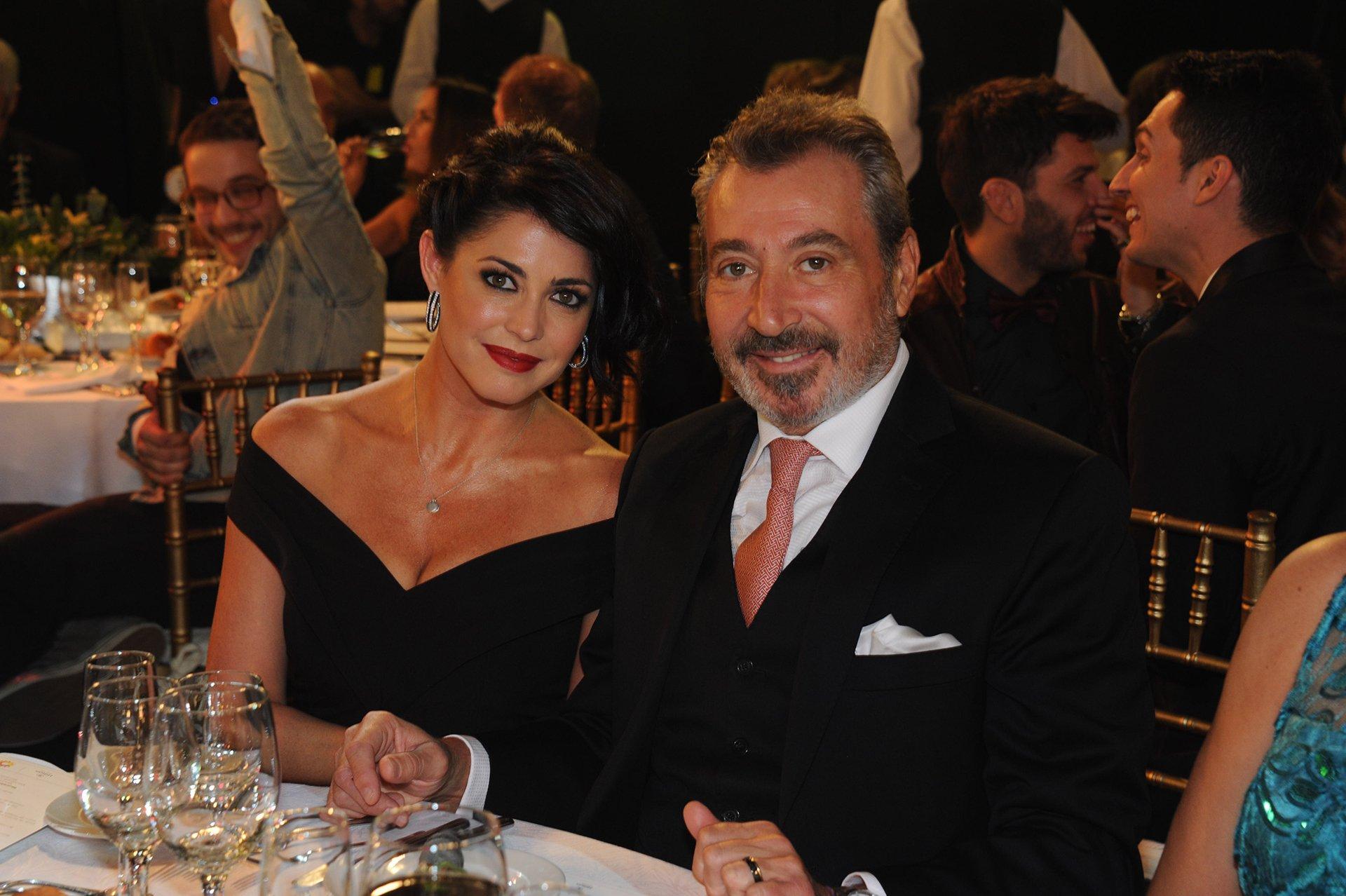 Daniel Vila, propietario del canal América, y su esposa y conductora de Desayuno Americano, Pamela David.