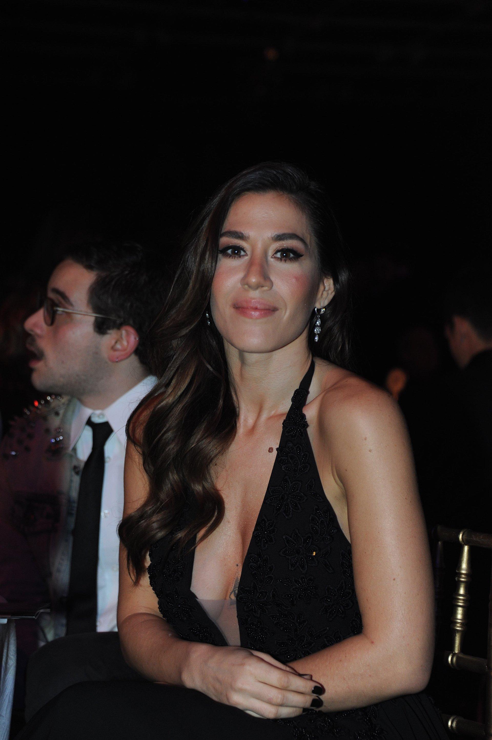La actriz Jimena Barón, la novia del futbolista Daniel Osvaldo, en la noche de los Martín Fierro 2016
