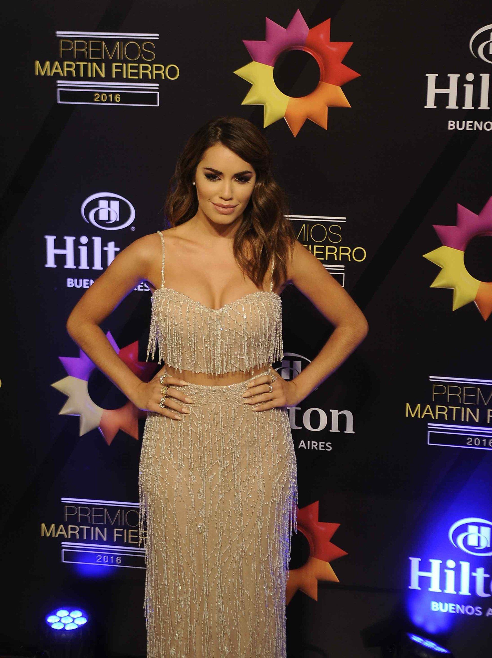 Lali Espósito fue la fiesta de los Martín Fierro con un modelo Julie Vino, una diseñadora israelí.