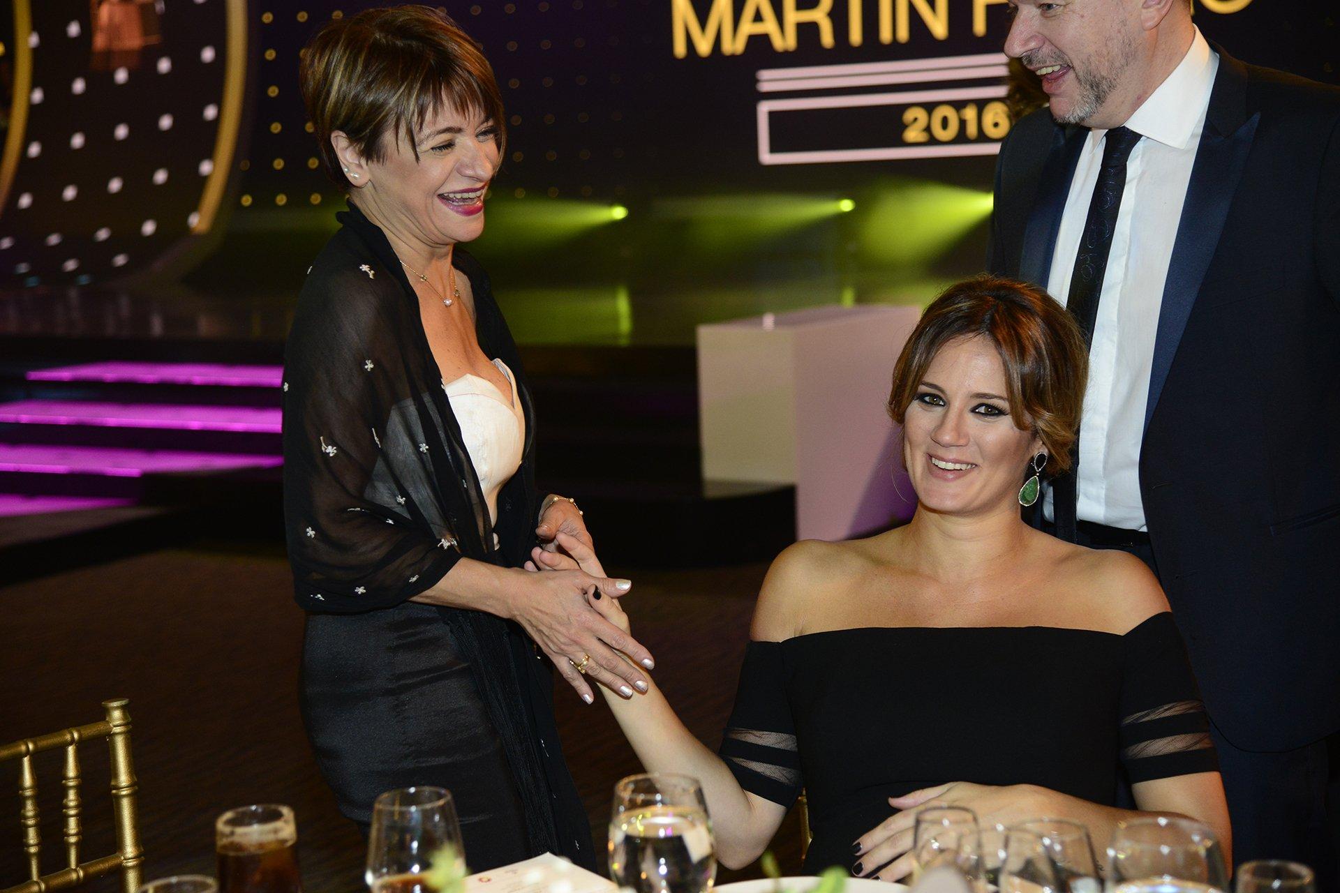 Paula Chaves, luciendo espléndida su embarazo, y Marcela Feudale, panelista y locutora de Marcelo Tinelli.