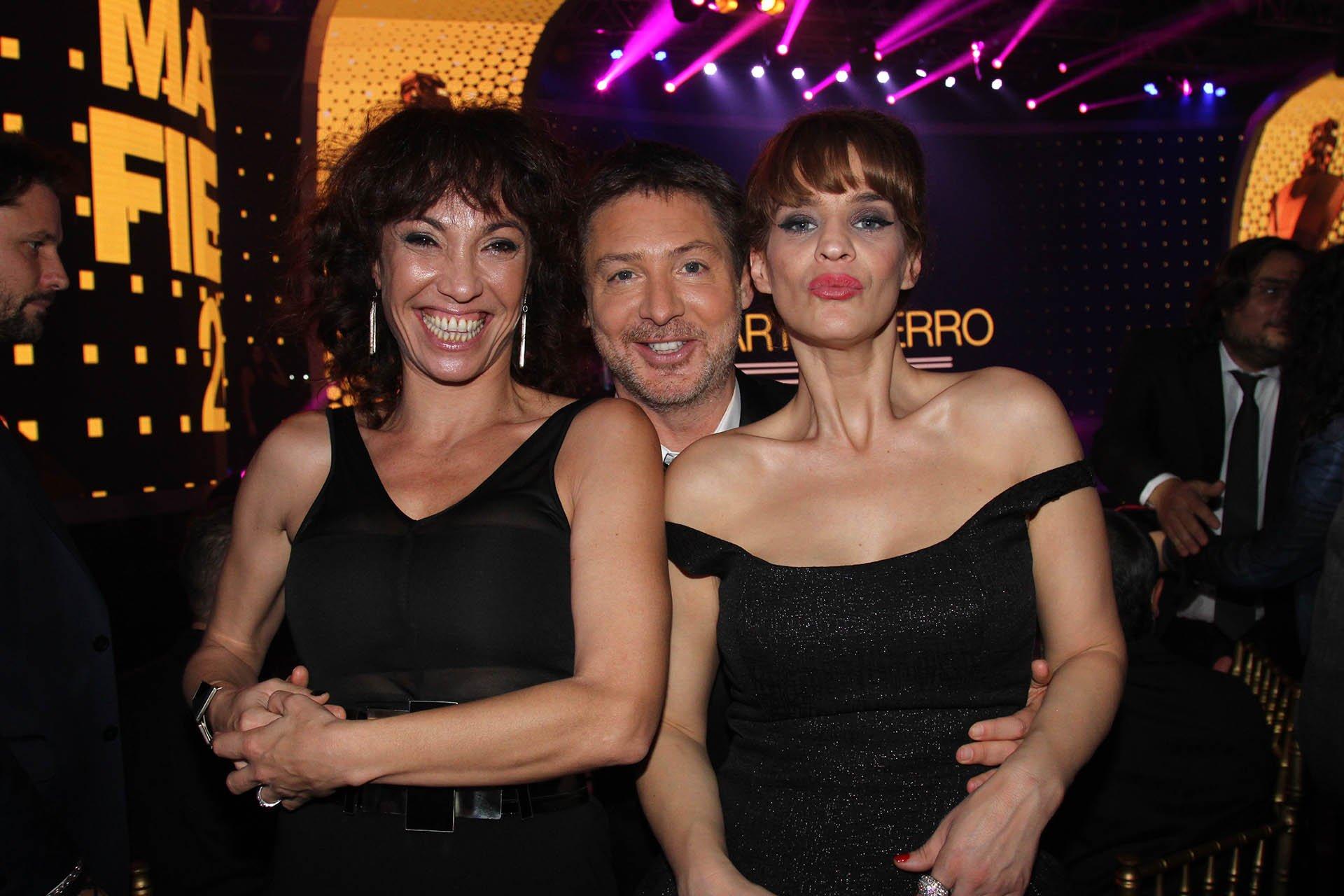 La periodista Ernestina Pais, el actor y director de programación de El Trece, Adrián Suar, y la actriz Leticia Bredice