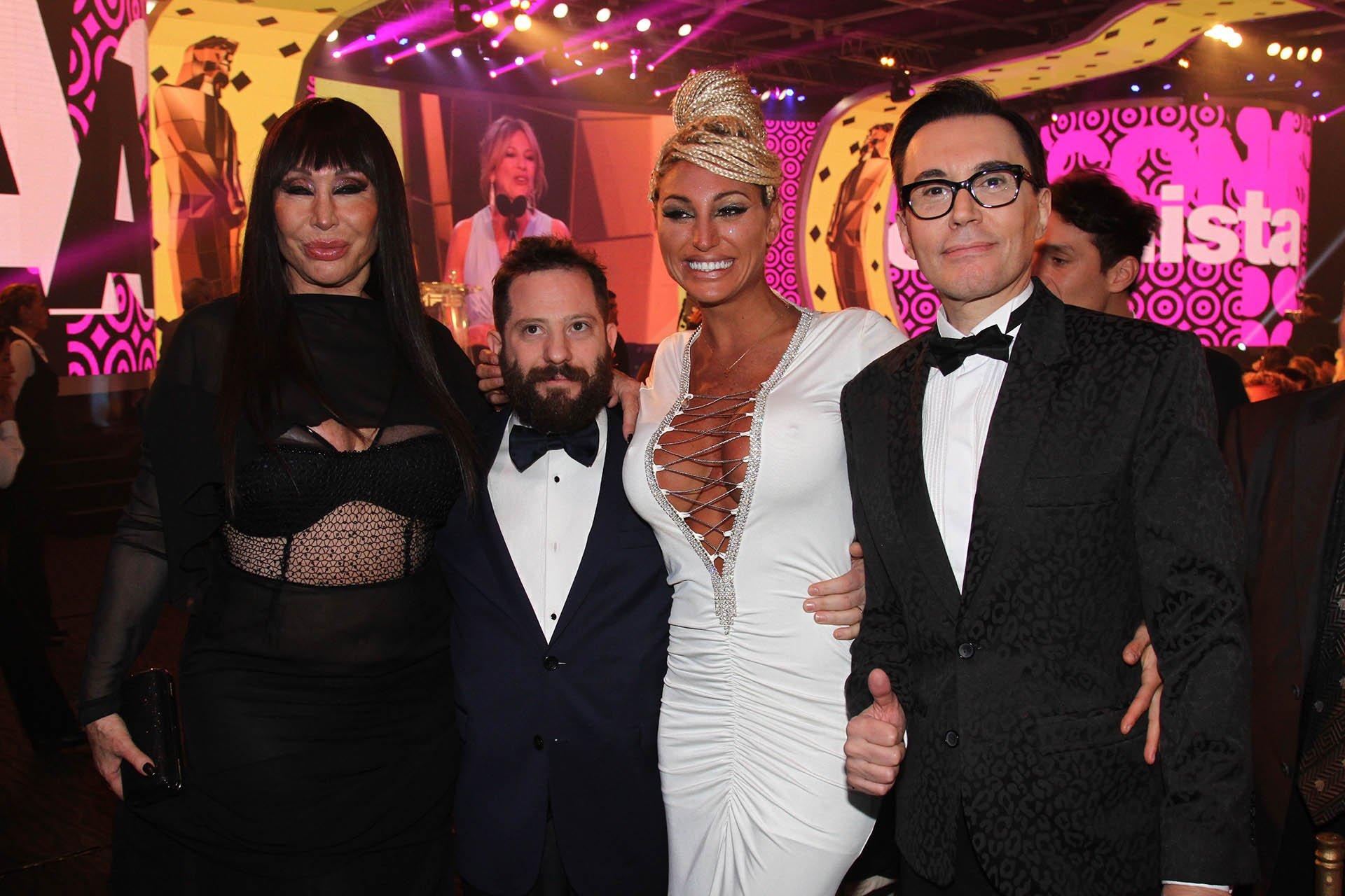 Moria Casán, Vicky Xipolitakis y su pareja el diputado José Ottavis, junto al periodista Marcelo Polino