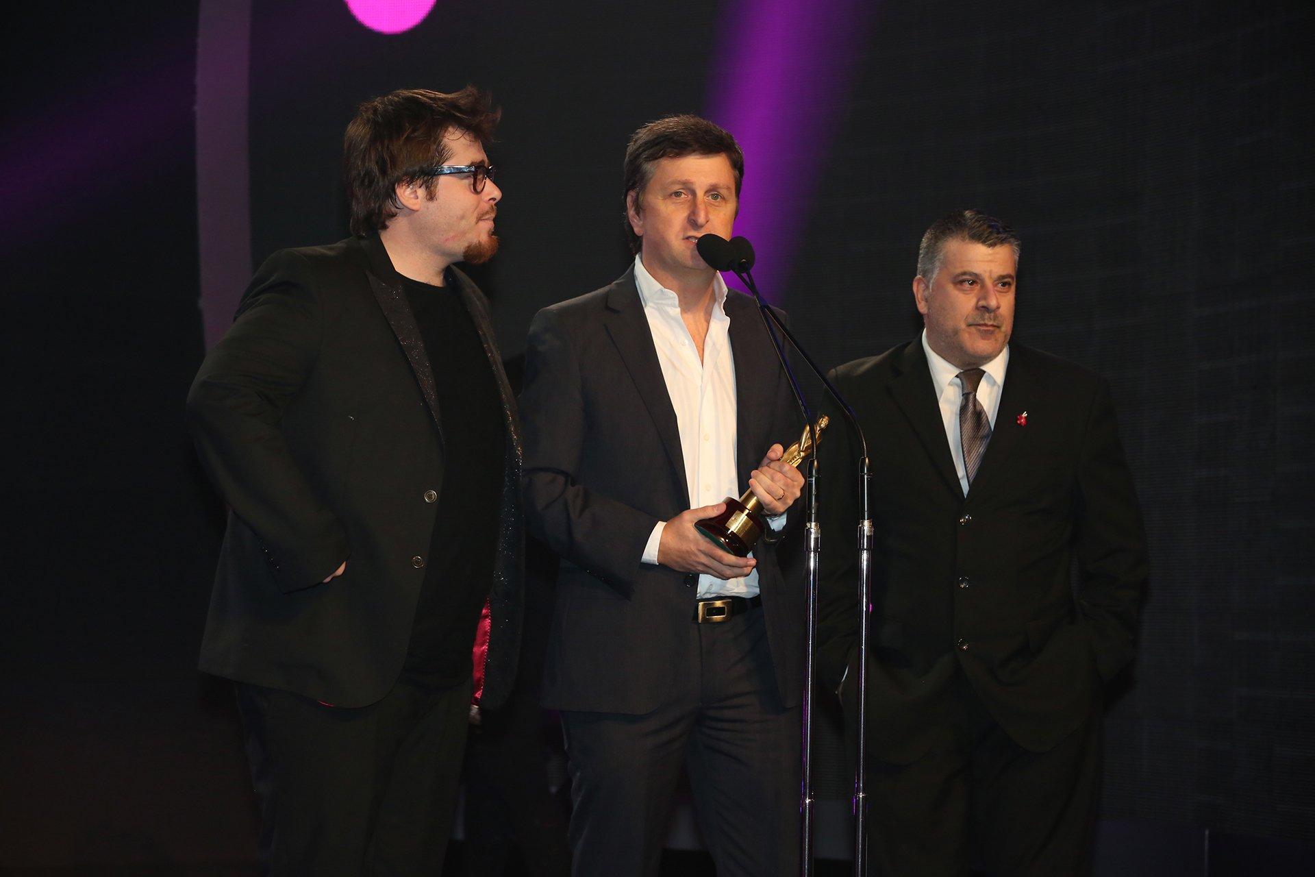 Migue Granados, Diego Korol y Pichu Strano reciben el Martín Fierro por mejor programa Humorístico, Peligro Sin Codificar (Telefe)