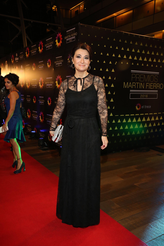 María Laura Santillán desplegó elegancia y estilo. Eligió a la diseñadora hiperchic Amelia Sabán, de Ménage à Trois. Ganadora de la noche, no falló con el look.
